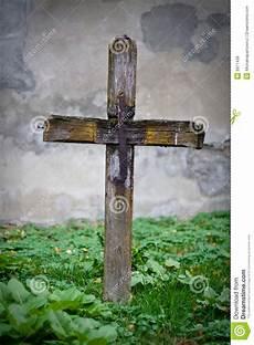 croix sur la tombe images libres de droits image 6971439