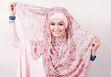 Mentari S Cara Memakai Jilbab Segi Empat Motif Modis