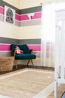 jugendzimmer streichen ideen farbgestaltung im kinderzimmer poppige streifen in pink