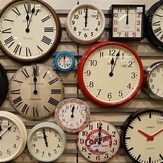 An Schulen In Gro 223 Britannien Werden Analoge Uhren Durch