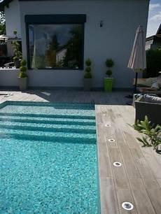 carrelage piscine imitation bois photos d 233 coration de piscine rectangulaire 6 x 3 m plage