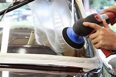 kleine kratzer wegpolieren adac tipps windschutzscheibe verkratzt