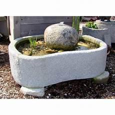 miniteich mit wasserspiel minteich quellstein wasserspiel brunnen wasserpflanzen