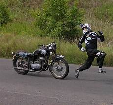 Gambar Pembalap Lucu Dikejar Motor Foto Dan Gambar Lucu
