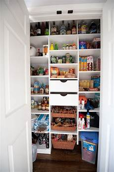 kleine abstellkammer einrichten 30 kitchen pantry cabinet ideas for a well organized kitchen