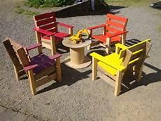 chaise de jardin enfant recyclage palettes salon de jardin pour les enfants
