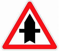 panneau triangle croix comment franchir une intersection