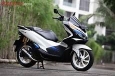 Modif Spacy Jadi Pcx by Jadi Tambah Elegan Nih Honda Pcx Dilabur Tema Helm Shoei