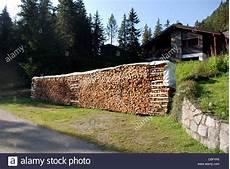 Holzstapel Am Haus - nachhaltigen erneuerbaren heizung in form einem gro 223 en