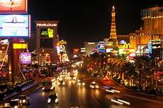 how to save a lot of money in las vegas trip tips las vegas