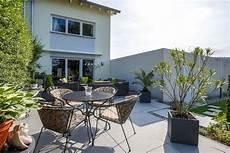 terrasse mit pflanzen wohnlich gestalten galanet