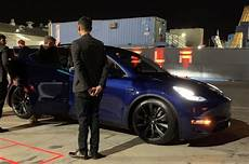 tesla model y doors does the tesla model y have gull wing doors like the model