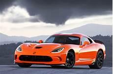 srt viper ta 2014 une voiture de course sur la route