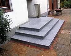 podest hauseingang granit podest hauseingang granit gel 228 nder f 252 r au 223 en