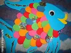 Fische Basteln Mit Kindern Regenbogenfisch Aus Papierschnipseln The Sea
