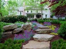 gartenwege gestalten naturstein gartenwege gestalten ideen gartentreppen naturstein bepflanzung ideen f 252 r meinen garten