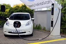 assurance voiture electrique voiture 233 lectrique nissan pr 233 pare un mod 232 le low cost