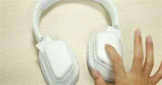 Lynxsonic 433 Noise Canceling Wireless Headphones On