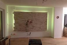 wohnzimmer steinwand tv led in 2019 natursteinwand wohnzimmer wohnzimmer ideen und steinwand