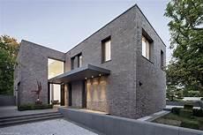 backstein und transparenz neubau eines einfamilienhauses