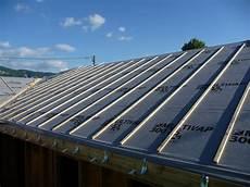 pose ecran sous toiture renovation le metier de couvreur surveillez l etancheite de votre toit