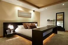 beleuchtungsideen schlafzimmer die led lichtleiste 30 ideen wie sie durch led leisten