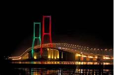 Jembatan Suramadu Keindahan Jembatan Terpanjang Di