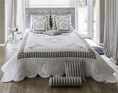 jeté de lit boutis boutis couvre lit dessus de lit jet 233 de lit becquet