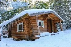 vivre dans une cabane 55967 vivre comme une famille de trappeurs le temps d une nuit dans les cabanes du gu 233 ry l auvergne