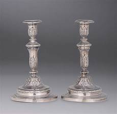 candelieri in argento coppia di candelieri in argento sbalzato e cesellato