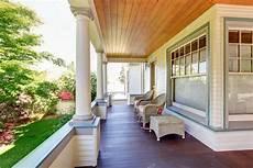 casas con porche delantero porche con sillas y las