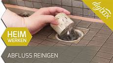 haare im abfluss entfernen abfluss reinigen badewanne und dusche