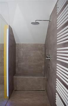 dusche mit sitzbank geflieste sitzbank in bodenebener dusche in barrierefreiem bad heimwohl aaal modern