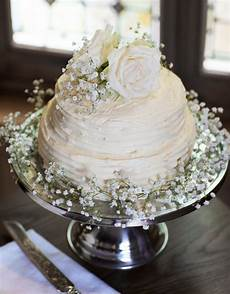 how amazing is this homemade two tier buttercream wedding