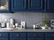 meuble cuisine bleu une peinture bleue pour les meubles de la cuisine