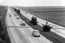 auto der forst immer sch 246 n rechts fahren auf der autobahn oldtimer