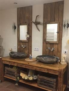 rustikalen waschtisch aus altholz mit steinwaschbecken und