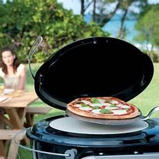 pizza au barbecue weber four 224 pizza weber pour barbecue 216 57 cm plantes et jardins