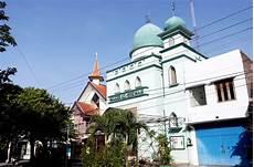 Gereja Dan Masjid Berdingan Kesejukan Toleransi Di