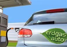 erdgasautos auf der 220 berholspur energieleben