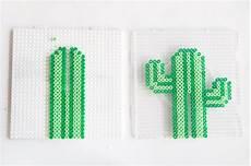 Bügelperlen Kreative Ideen - diy kaktus ohrringhalter aus b 252 gelperlen plantillas hama