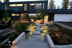 moderner garten mit wasser floating stepping stones lead to modern home hgtv