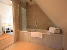 Low Ceiling Attic Bathroom Ideas by The 25 Best Sloped Ceiling Bathroom Ideas On