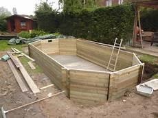 comment installer une piscine semi enterrée installation de piscine bois types de configuration pour