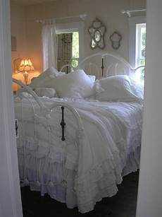 White Metal Bed Bedroom Ideas by 25 Trending White Iron Beds Ideas On Black