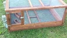 costruire una gabbia gabbia per chioccia e pulcini in legno dumba