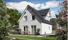 Satteldach Haus Mit Gaube Raumwunder 90 Trend Town