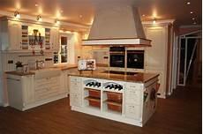 Landhausküche Mit Kochinsel - kuche mit kochinsel landhaus ianewinc