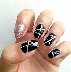 two easy party nails ideas using nail striping tape step