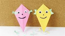 herbstdeko basteln kinder latawce z papieru dekoracja jesienna prosty pomysł